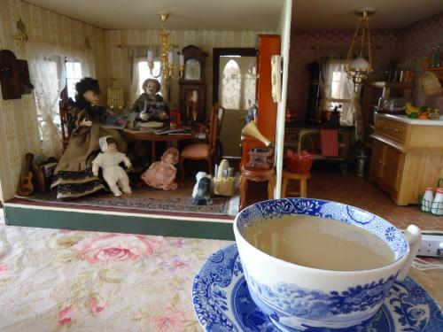 dollhouse-cafe-greenpeasehouse1.jpg