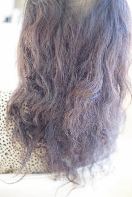 パーマでボサボサの髪
