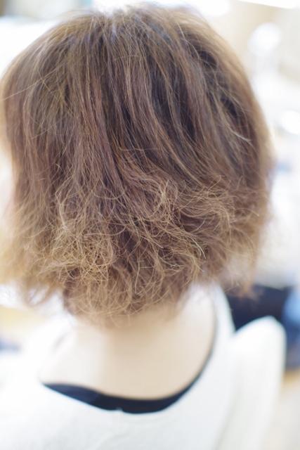 ヘアカラーやパーマで髪の痛み