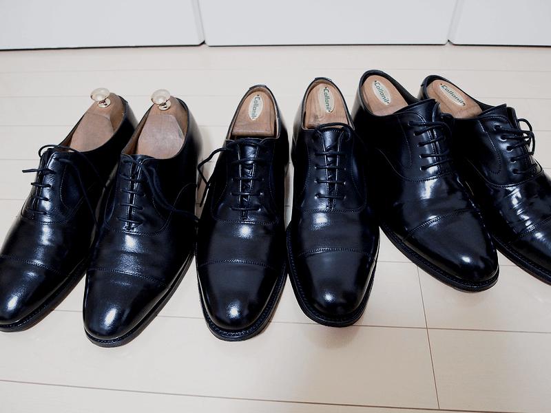 山羊毛ブラシで靴磨き