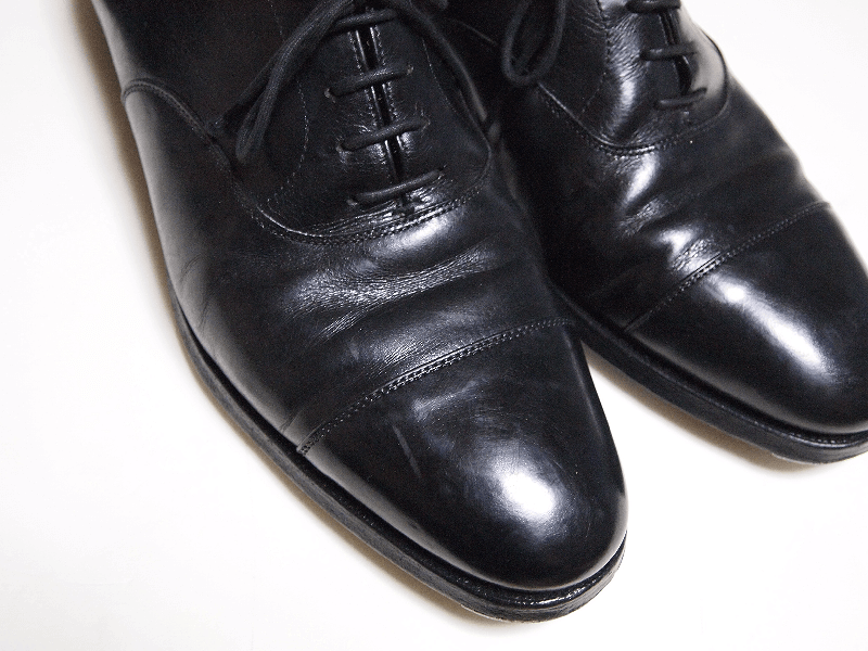 ひび割れさせない革靴の履き方