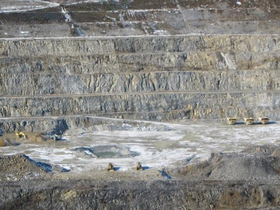 八戸鉱山ダンプ