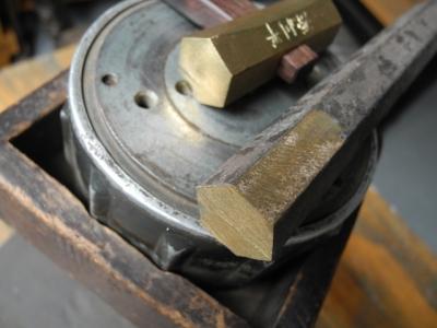 6角の真鍮棒