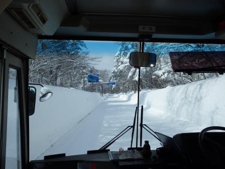 IMGP2078 バスでスキー場へ