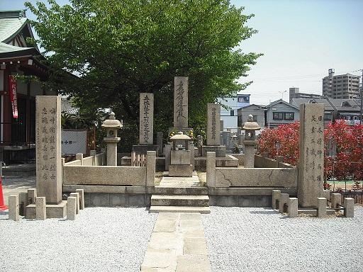 1024px-土佐藩士供養塔