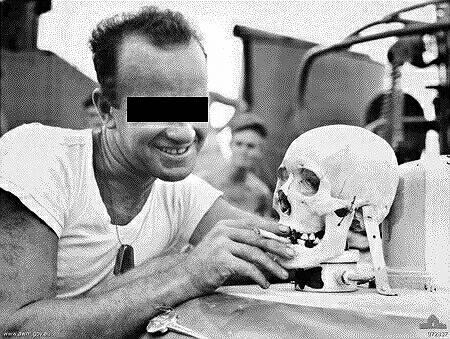 連合国兵士と頭蓋骨