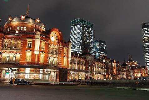 Tokyo_station_from_marunouchi_oazo.jpg