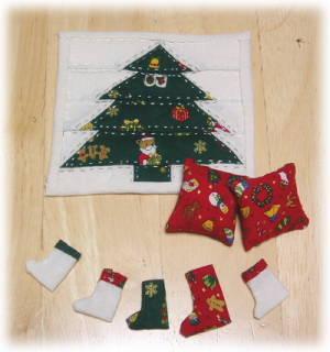 クリスマスのミニキルト、ブーツ、クッション