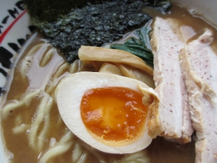 おぎかわ山ノ下 魚豚Wスープ 具