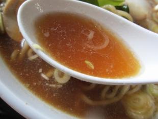 三日月 サトイモ麺小丼セット スープ