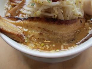 うんと モヤシチャーシュー麺 チャーシュー