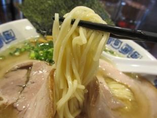 吉風新大前 ラーメンアッサリ 麺