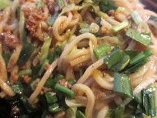 風天 汁無辛肉マゼソバ 麺 (2)