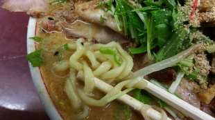 勝龍 ドッカンチャーシュー 麺