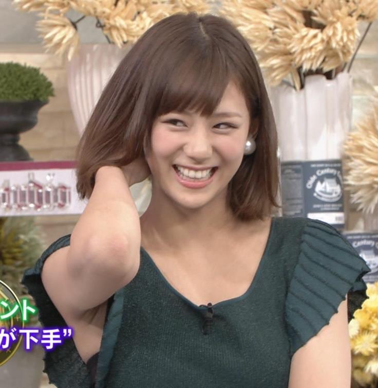 西内まりや ワキチラ&谷間チラキャプ画像(エロ・アイコラ画像)