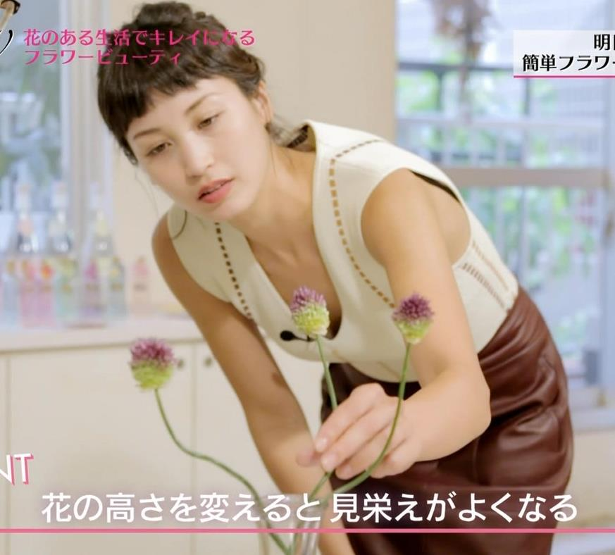 黒田エイミ 巨乳の美人モデルの胸元が緩い件についてキャプ画像(エロ・アイコラ画像)