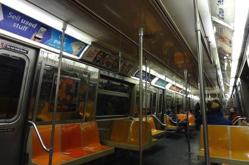 地下鉄、車内