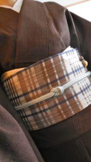 焦げ茶紬に綾織り帯