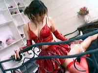 真っ赤なコスチュームで顔騎足コキ手コキでM男を射精させる痴女